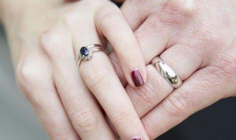 Ulama berbeda pendapat hukum nikah wanita hamil akibat zina. Pasangan yang sudah menikah (ilustrasi)